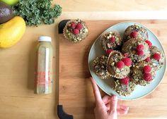 Muffins au jus DOSE MATCHA 2.0, framboises & pistaches; la collation nutritive idéale.