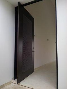 Puerta principal encino