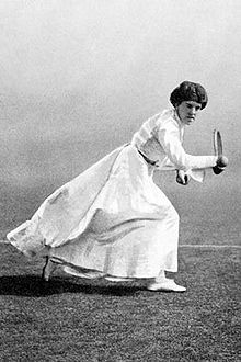 Dorothea Douglass. Wimbledon W (1903, 1904, 1906, 1910, 1911, 1913, 1914) + Olympic Games Gold Medal (1908)