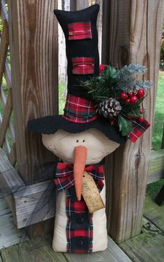 Folk Art PrimiTive WinTer ChrisTmas SNOWMAN DOLL Top Hat Holiday DecoraTion TaG…