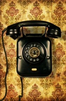 Retro telephone on vintage wallpaper telephone booth, telephone call, vintage phones, portable, Antique Phone, Telephone Booth, Telephone Call, Retro Phone, Vintage Phones, Old Phone, Stock Foto, Wallpaper Free Download, Portable