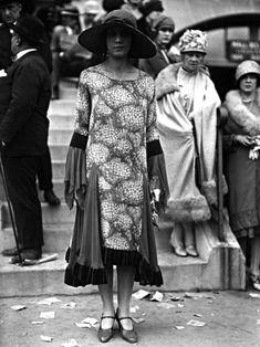 vintage everyday: 50 Fabulous Vintage Photos That Show Women's Street Style… 20s Fashion, Fashion History, Art Deco Fashion, Retro Fashion, Vintage Fashion, Style Fashion, Petite Fashion, Dress Fashion, Fashion Hacks