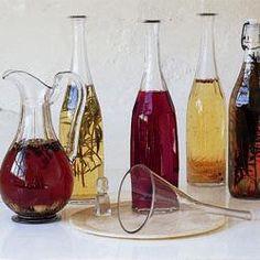 Vinaigre aromatisé aux fruits Antipasto, Food Carving, Edible Gifts, Wine Decanter, Allrecipes, Vinegar, Chutney, Fragrance, Homemade