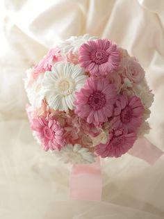 ピンクのガーベラの花かんむりとブーケ、プリザーブドフラワーで : 一会 ウエディングの花