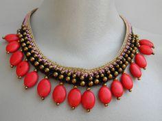 Collar etnico con semillas rojas de Las Zarandajas