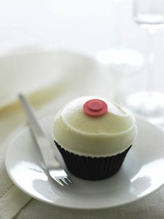 Sprinkles Cupcakes - The world's first cupcake bakery and the progenitor of the gourmet cupcake craze. Gourmet Cupcakes, Sprinkle Cupcakes, Cupcake Bakery, Fun Cupcakes, Wedding Cupcakes, Cupcake Frosting, Engagement Cupcakes, Cupcake Mix, Diy Cupcake