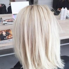 Creamy blonde bobs #vivalablonde #formulafriday toned 15 g 10/6 5 g 10/3 Wella colour touch. By Chantelle Web Instagram User » Collecto