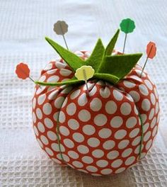 This easy to make pin cushion is a necessity for any sewing kit. Use this free pincushion pattern to make a classic tomato pincushion to hold all of your spare pins.