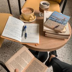Uni Life, School Life, Coffee And Books, Coffee Study, Study Hard, Studyblr, Book Aesthetic, Study Motivation, College Motivation