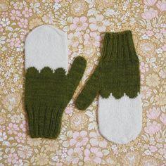Image of Granliden Mittens: Birch Leaves/Dark Green Forest Plants, Little Designs, Knit Mittens, Hand Knitting, Knitting Ideas, Birch, Gloves, Wool, Dark