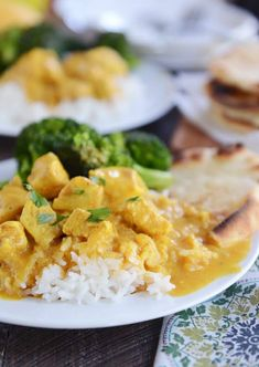 Thai-style food at home doesn't have to be hard or fussy! This easy Thai mango chicken red curry is so easy, so flavorful, and crazy delicious (especially served over coconut rice - yum! Mango Chicken Curry, Mango Curry, Thai Chicken, Chicken Pasta, Red Curry Sauce, Thai Mango, Coconut Rice, Coconut Chicken, Coconut Curry