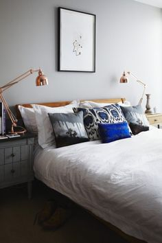 London bedroom with grey theme
