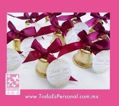 campanas para boda doradas personalizadas moño vino recuerdo detalles misa salida sonar beso entrada al salon novios boda fiesta bolo