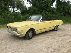 Very original and in fair shape, this Valiant Signet 200 is a simple yet fun survivor that would make for a great small classic for those with a tiny garage in the city. With a great vintage appeal, and. Chrysler Valiant, Plymouth Valiant, Car Pictures, Car Pics, Best Barns, Old Classic Cars, Mopar Or No Car, Barn Finds, Vintage Cars