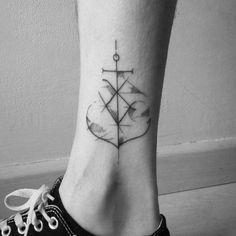 Abstract anchor tattoo on Álvaro. Tattoo artist: Mariló Alonso