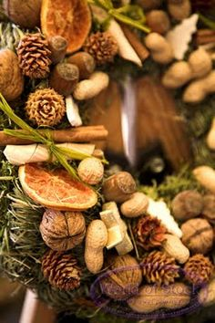 I really loved this wreath. It has pecans, walnuts, peanuts, pine cones, and orange or grapefruit slices. I love the peanut touch.