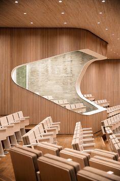 El auditorio Auditorium Architecture, Auditorium Design, Auditorium Seating, Education Architecture, Facade Architecture, Auditorium Chairs, Theatre Design, Hall Design, Floor Design