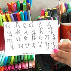 No photo description available. Bullet Journal Titles, Journal Fonts, Bullet Journal School, Bullet Journal Inspiration, Journaling, Hand Lettering Alphabet, Calligraphy Letters, Lettering Styles, Brush Lettering
