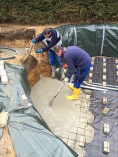 ...das Gießen der Bodenplatten...