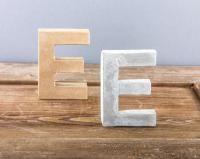 Mit Beton Buchstaben gießen. Mit der staubfreien und schadstoffarmen Betonmasse von Rayher geht das ganz einfach