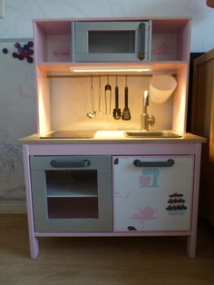 Wendy's 2e verjaardags kado, gepimpt IKEA DUKTIG keukentje <3 Wendy's 2nd birthday present, ikea duktig kitchen hack <3