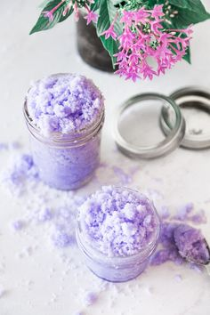 Scrubs Effortless Lavender Sugar Scrub Recipe - April Golightly Ladder Safety Tips Using the Little Diy Face Scrub, Diy Scrub, Hand Scrub, Sugar Scrub Homemade, Sugar Scrub Recipe, Zucker Schrubben Diy, Lavender Sugar Scrub, Simple Sugar Scrub, Vanilla Sugar Scrubs