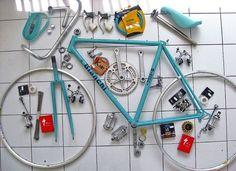 Bianchi looks like the fixie! Velo Vintage, Vintage Bicycles, Bike Speed, Bike Shop, Vw Minibus, Push Bikes, Fixed Gear Bike, Bike Art, Cool Bicycles