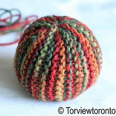 Tutorial to make a knitted ball; good soft toy for babies.