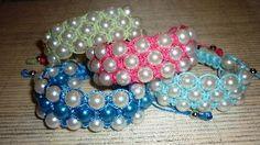 Ръчно изработени тройни шамбали с изкуствени перли.