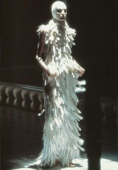 voss, erin o' connor at alexander mcqueen spring summer 2001