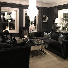 Ha en fin søndag alle dere  #classicliving  #interiør #sofa