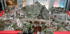 La Casa de la Navidad ofrece actividades infantiles y la posibilidad de entregar la carta a los Magos de Oriente y el Bosque de los Deseos recoge peticiones, ilusiones y esperanzas de los madrileños. City Photo, Home, Infant Activities, Wizards, Illusions, Nativity Scenes, Woods, Fiestas, Xmas