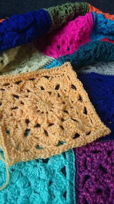 End of the month again, I'm up to date with my blanket! And whipped up a new square to make in June. It's a flowery one again and a bit more open. Made again with Stylecraft acrylic yarn and hook size 4.5mm