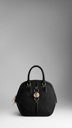 Stop the madness. An owl? Burberry - you've won my heart. Officially my new dream bag. Truly a statement piece.