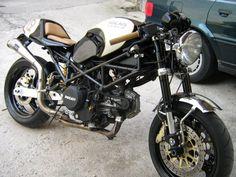 RetroCustomRacer: Ducati monster cafe racer
