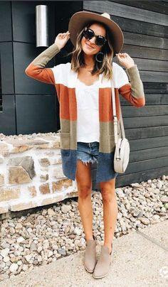 The cutest Fall Fashion 2018 Outfits from Fashion Influencers Here are 40 Fall fashion 2018 outfits to copy directly from your favorite fashion influencers. Discover the new fall fashion trends for Fall Cute Fall Fashion, Autumn Fashion 2018, Fall Fashion Trends, Latest Fashion Trends, Fashion Spring, Fall Cardigan, Kimono Cardigan, Winter Outfits, Casual Outfits