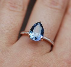 Bague tanzanite. Engagement de halo coupe poire par EidelPrecious