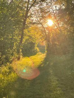 #hobit #sun #vintage #aesthetic Country Roads, Sun, Summer, Painting, Vintage, Summer Time, Painting Art, Paintings, Vintage Comics