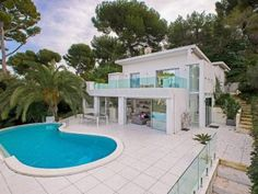 Contemporary #design #villa in Cap d'Antibes - #FrenchRiviera
