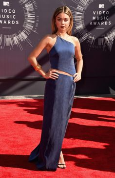Sarah Hyland looks great on the 2014 MTV VMA Red-Carpet
