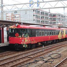 帰阪間際に七尾線の観光列車を見ることが出来ました 次回は是非乗ってみたいです