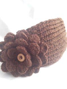 Diadema tejida en agujas y flor a crochet