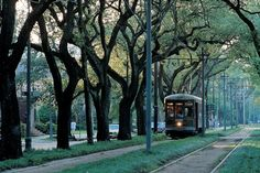 Make a Day of Riding the St. Charles Streetcar