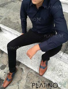 """Camisa formal marino y pantalon negro, calzado boston miel / azul. Artículos hechos en México por la marca """"Moon & Rain"""" y de venta exclusiva en """"Tiendas Platino"""" #TiendasPlatino #Moda #Hombre #Camisa #Pantalón #Calzado #Mocasín #Outfit #Mens #Fashion #Dapper #Ropa #México #Looks #Style  Comentarios"""