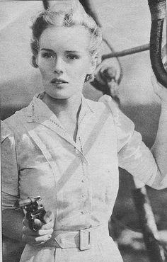 """Frances Farmer 1937 /  """"Ma garce de vie s'est mise à danser devant mes yeux, et j'ai compris que quoi qu'on fasse, au fond, on perd son temps, alors autant choisir la folie."""" —  Sur la route, Jack Kerouac"""