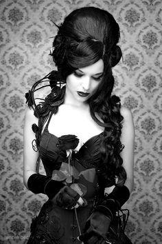 Victorian gothic beauty _ viktorianische gotische schönheit _ beauté gothique victorienne _ belleza gótica victoriana _ vampire fashion gothic beauty, victorian gothic beauty, ghotic gothic beauty, gothic beauty and the beast Dark Gothic, Gothic Mode, Gothic Art, Dark Beauty, Goth Beauty, Beauty And Fashion, Gothic Fashion, Look Fashion, Fashion Clothes