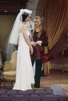 Phoebe (Lisa Kudrow), Monica Geller (Courteney Cox) ~ Friends ~ Episode Stills ~ Season 4, Episode 20: The One With all the Wedding Dresses