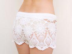 Diese häkeln Shorts sind ein Strand ein Muss! So sexy und bequem!    Gefertigt aus 100% Baumwolle mit elastischem Bund und schönen Atlas Bogen.    ...
