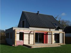 Maison RT2012 à Sainte Anne d'Auray   Private house in Plumergat, Morbihan (France) by Patrice Bideau, architecte Dplg  #Architecture #Project #VMZINC #Zinc #AnthraZinc #Wood #France #SustainableBuilding #ConstructionDurable #Bretagne