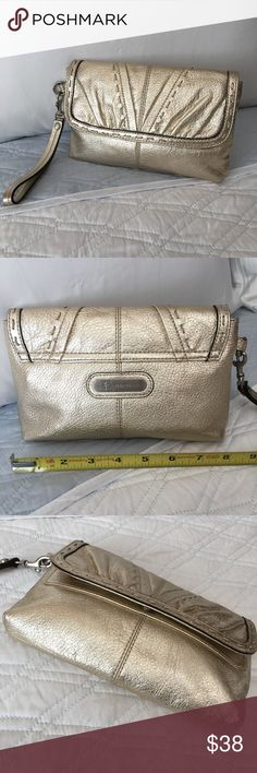 """Authentic B. Makowsky Leather Clutch 100 AUTHENTIC. Beautiful soft leather clutch/wallet/wristlet from B. Makowsky 💕 Very spacious. Approximate measurements: NOT EXACT 8.75"""" x 5"""" w/ lots of pockets. Used, w/ marks & scratches, and in very good sturdy condition. NO TRADE ❌ b. makowsky Bags"""